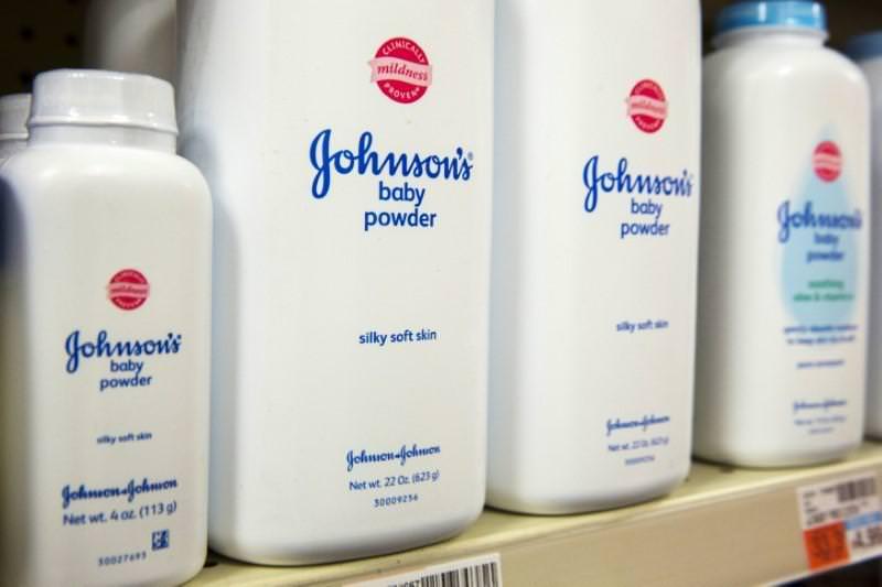 Johnson & Johnson sabia que o seu pó de talco para bebés continha amianto