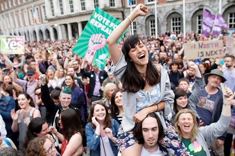 Irlanda aprova projeto de lei que legaliza aborto