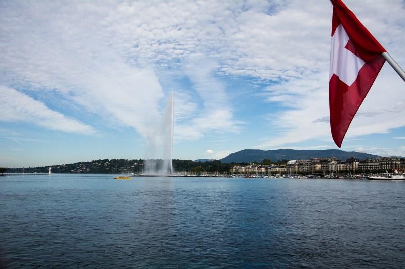 Lago de Genebra invadido por 50 toneladas de lixo plástico todos os anos