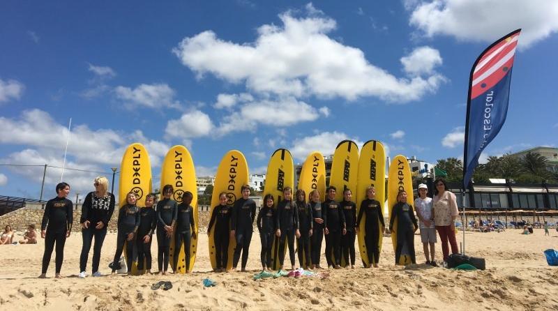 Escolas de Lagos oferecem sessões de surf e de sensibilização sobre ameaças aos oceanos