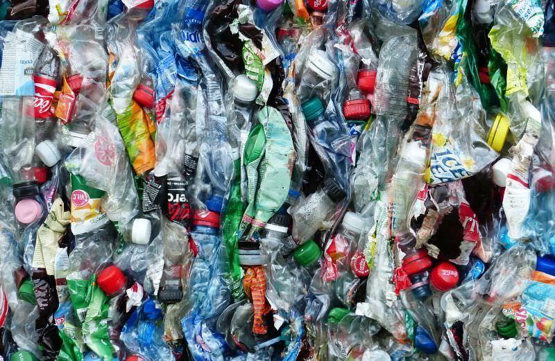 Festival de música de Glastonbury proíbe as garrafas de plástico
