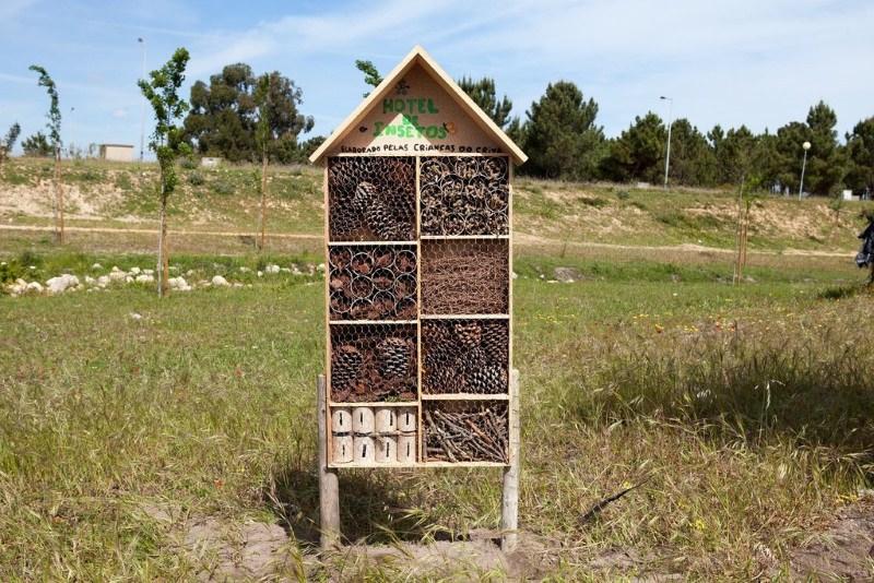 """Moita coloca dois """"hotéis de insetos"""" no Parque Hortícola do Vale da Amoreira"""