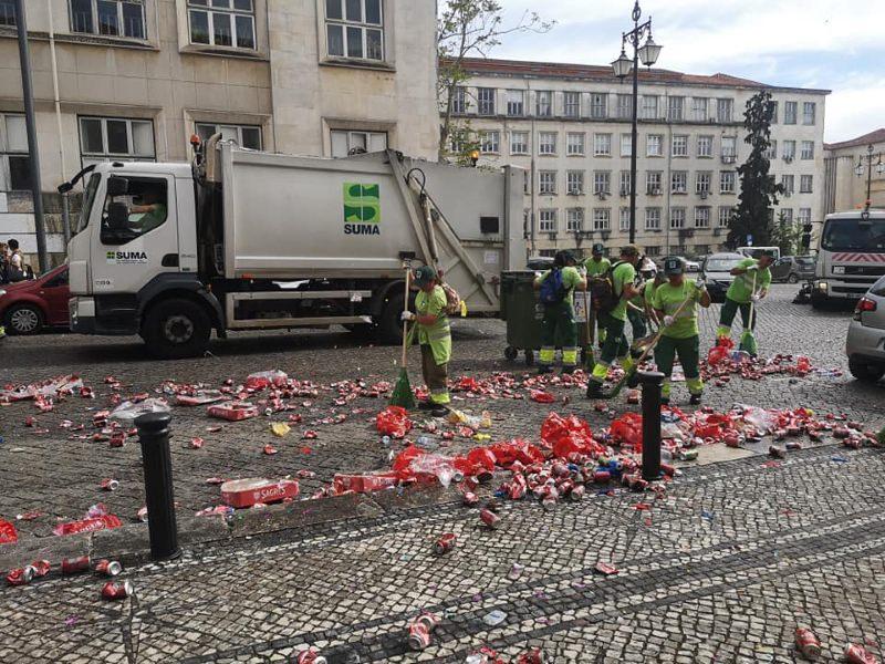 Estudantes produziram 30 toneladas de lixo durante o cortejo da Queima das Fitas de Coimbra