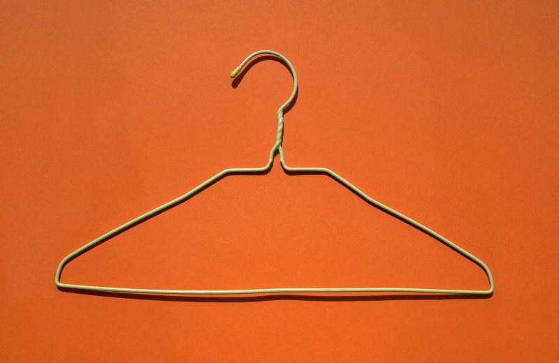 Vai um desafio? Em setembro não compre roupa nova e escolha peças em 2ª mão