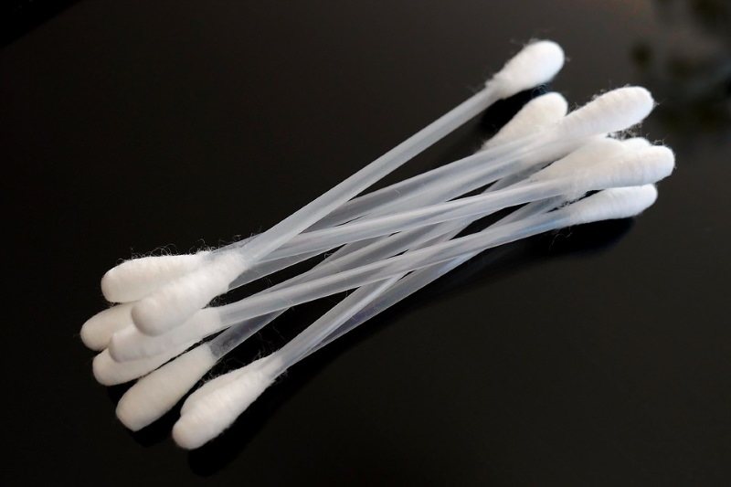 Escócia proíbe a venda de cotonetes de plástico