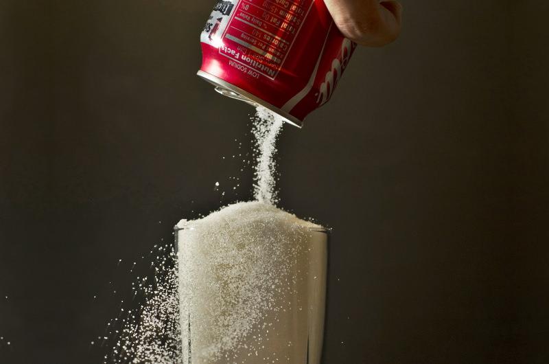 Singapura vai proibir publicidade a bebidas com alto teor de açúcar