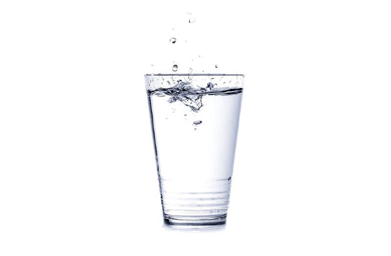 """Água potável dos EUA contaminada com produtos químicos """"eternos"""", diz relatório"""