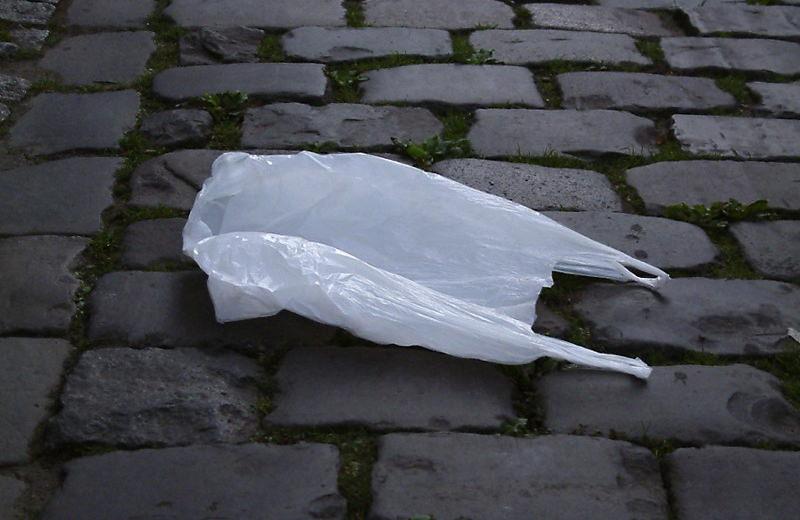Supermercados da Tailândia dizem adeus aos sacos plásticos