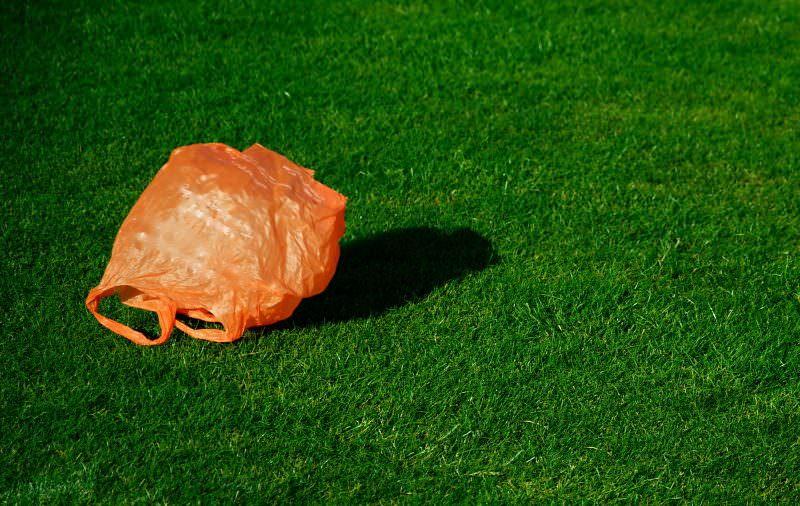Supermercados e farmácias da Tunísia vão deixar de dar sacos plásticos