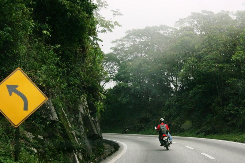 Para além da curva da estrada – Poema de Alberto Caeiro