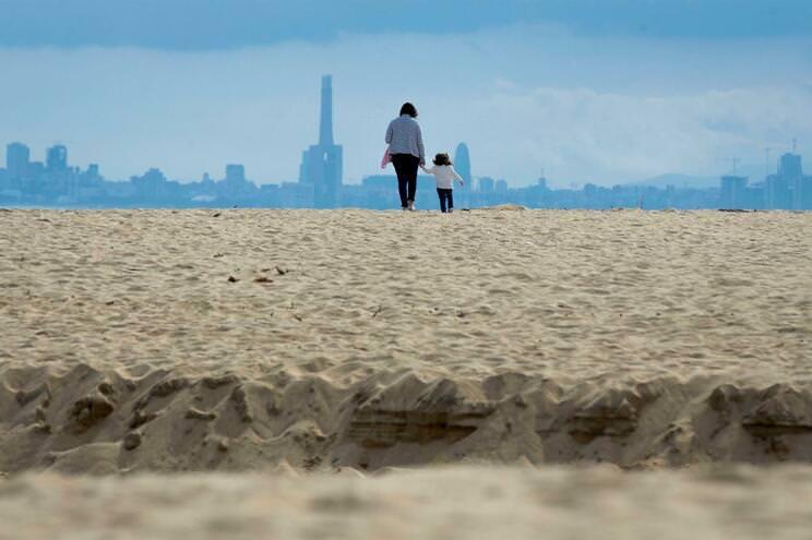 Espanha desinfetou praia com lixívia e destruiu o areal