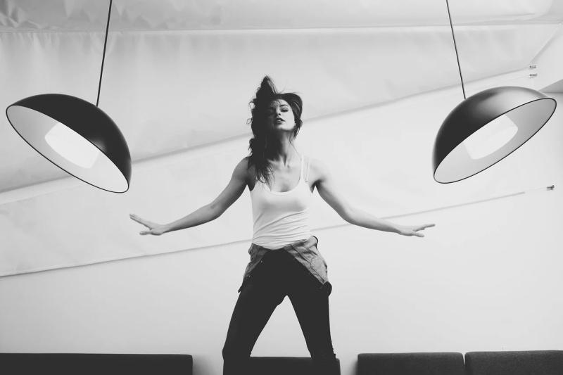 Vamos dançar para fazer exercício físico em casa?