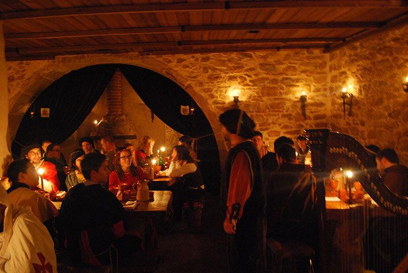 Taverna Antiqua: um jantar medieval à luz das velas