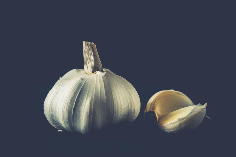 O que pode fazer para tornar o alho menos indigesto