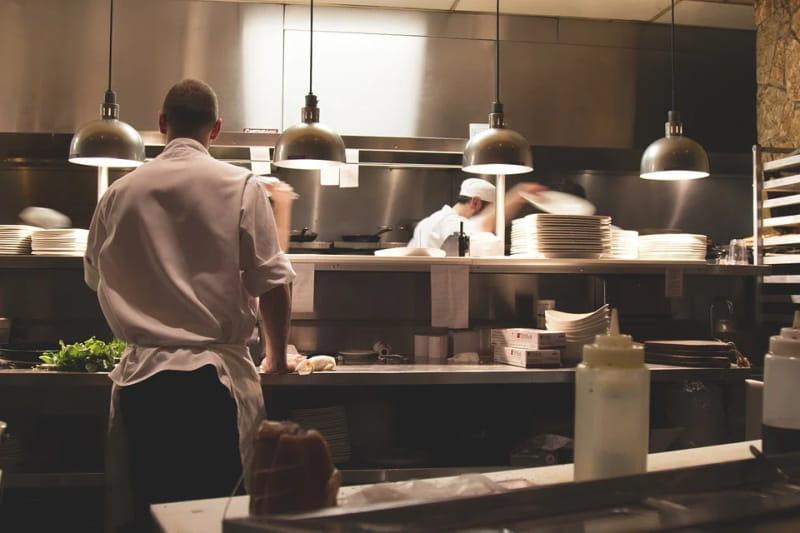 Vegetarianos são obrigados a cozinhar carne e peixe em cursos profissionais