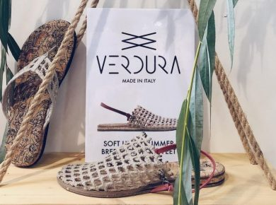 Sandálias feitas com redes de pesca